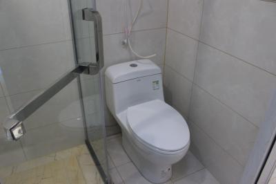 40平米精装,独立厨房卫生间,家电齐全,提供免费宽带无线WiFi,无物业费。