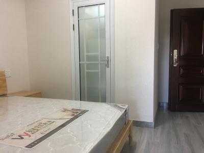 30平米精装,独立厨房卫生间,家电齐全,提供免费宽带无线WiFi,无物业费。