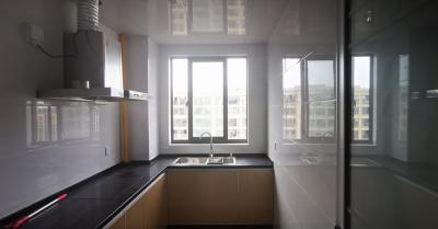无中介费   123平方米全屋精装,拎包入住,有车库,东边套全明户型,2个大阳台
