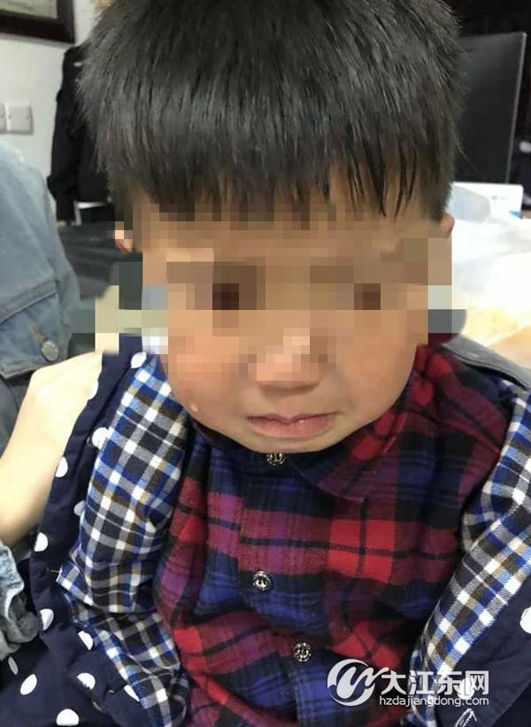 河庄这个四五岁的小男孩,两个月内走丢两次,接到电话父母才知道...